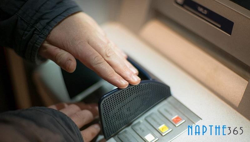Cách 2: Nạp tiền qua ATM Vietcombank